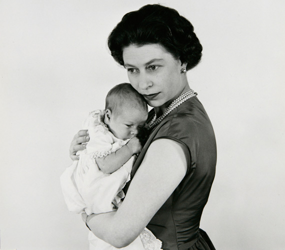 1960-ban Cecil Beaton készítette a felvételt Erzsébetről és másodszülött fiáról, András yorki hercegről.