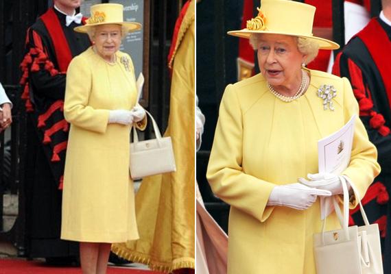 2011-ben, Vilmos herceg és Katalin hercegné esküvőjén viselte ezt a csinos sárga ruhát, a hozzá tartozó krémszínű kistáskával.