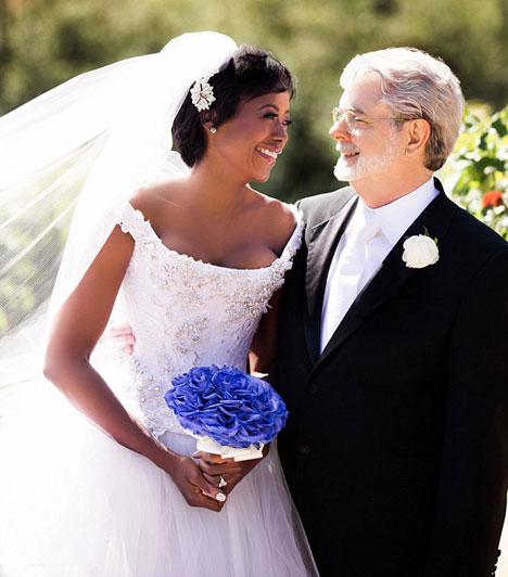 George LucasA Star Wars-filmek legendás rendezője 69 évesen nősült meg ismét. A Lucas' Skywalker Ranch-en június 22-én vette feleségül élettársát, a 44 éves Mellody Hobsont.Kapcsolódó cikk:Ismét megnősült a legendás filmes »