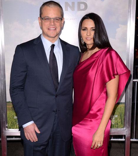 Matt Damon  Az amerikai színész nyolc év házasság után újította meg házassági esküjét argentin származású feleségével, Luciana Barrosóval. A pár három közös gyereket és a nő előző házasságából született lányát nevel.  Kapcsolódó cikk: A négygyermekes színész ismét »
