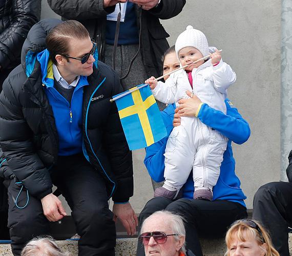 Járni még nem tudott, de már Svédországnak szurkolt az Olaszországban megrendezett sívilágbajnokságon.