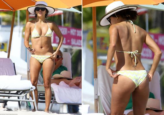 2014 novemberében ebben a fehér-arany csíkos bikiniben strandolt Miamiban.