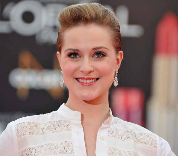 Evan Rachel Wood fiatal kora ellenére már olyan neves rendezőkkel dolgozott együtt, mint Darren Aronofsky és Woody Allen.