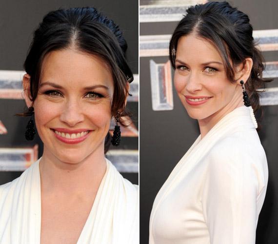 A színésznő már a sorozatban is természetes bájával hódított, a vörös szőnyegen, leheletnyi sminkkel is elbűvölő.