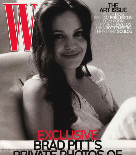 Angelina Jolie - W  A W magazin 2008-as novemberi számának címlapja láttán nagyon sokan felháborodtak, mondván, nem szabadna egy szoptató anyukát egy ilyen intim pillanatban lefotózni. A fényképet a sztárpár észak-franciaországi otthonában nem más, mint Brad Pitt készítette kedveséről, ez azonban nem igazán hatotta meg azokat, akik számára a szoptatás ábrázolása tabunak számít.