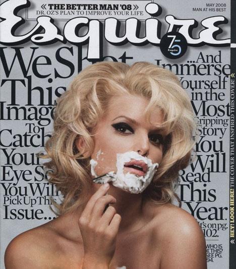 Jessica Simpson - Esquire  Az Esquire magazin 2008-as májusi számának címlapja alaposan meglepte a rajongókat: a borítón ugyanis Jessica Simpson szerepelt, akit borotválkozás közben kaptak lencsevégre. A meglehetősen szokatlan fénykép gyökerei a hatvanas évekre nyúlnak vissza: 1965-ben ugyanis hasonló körülmények között örökítették meg a legendás olasz színésznőt, Virna Lisit.  Kapcsolódó cikk: Túl szűk ruhába préselte husi testét Jessica Simpson »