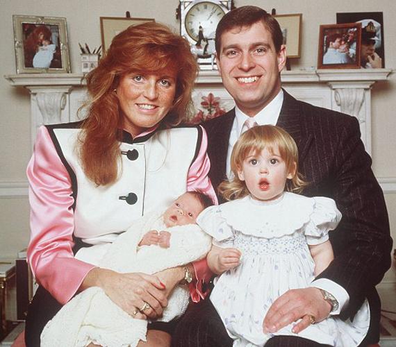 Férjével, András herceggel 1996-ban hivatalosan elváltak, bár már '92 óta külön éltek. 2004-től azonban ismét közelebbi kapcsolatba kerültek, és 2008-ban a királynő már meghívta, nyaraljon velük. Mindezzel megtört a jég a királyi család és Fergie között.