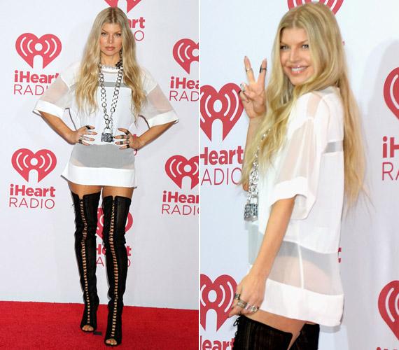 Szeptember végén aiHeartRadio Music Festivalra is egy rövid ruhában érkezett.