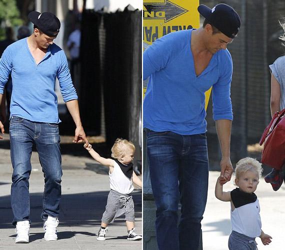 Férje imád kisfiukkal foglalkozni.