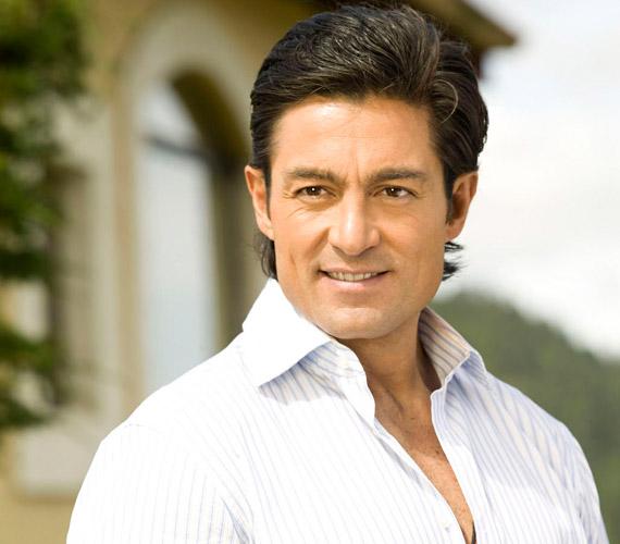 Fernando Colunga eredetileg mérnöknek készült, meg is szerezte az egyetemi diplomát, de a kilencvenes években beindult színészi karrierje.