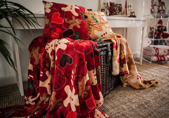 Karácsonyra meleg takarókkal és sok más, meghittséget árasztó kiegészítővel készülnek a tervezők. Érdemes lesz figyelni a kollekciót!