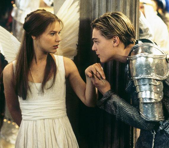 Claire Danes mindössze 16 éves volt, amikor Baz Luhrman 1996-os Rómeó és Júliájának megkapta a női főszerepét, mégis ő volt az, aki az akkor 22 éves Leonardo DiCapriót idegesítően éretlennek találta. Nem is titkolták el egymás iránt érzett ellenszenvüket, hiszen Danes és DiCaprio annyira ki nem állhatták egymást, hogy beszélni sem voltak hajlandóak egymással - kivéve akkor, ha a közös jeleneteiket vették fel.