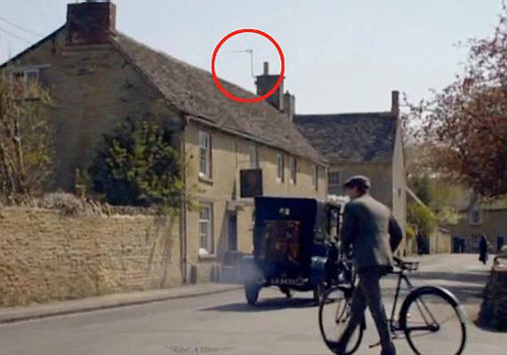 Szintén a Downton Abbey sorozatnál fordult elő, hogy a tévéantenna is szerepet kapott - pedig bizonyára nem ez volt a készítők szándéka.