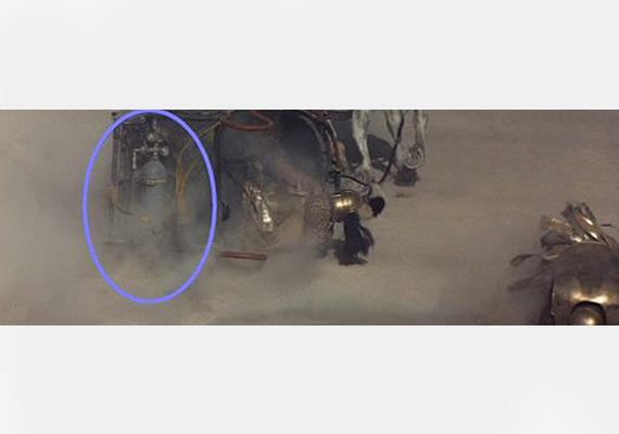 Így könnyű nyerni, ha az ember egy gázpalackkal gyorsítja a lovas szekerét, ahogy az a Gladiátor egyik jelenetében megtörtént.