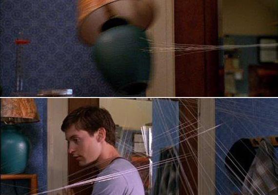Pókember és a bumerángváza - bár az egyik pillanatban a pókfonál lerántja a helyéről, a másikban már ismét a polcon áll a hasas váza.