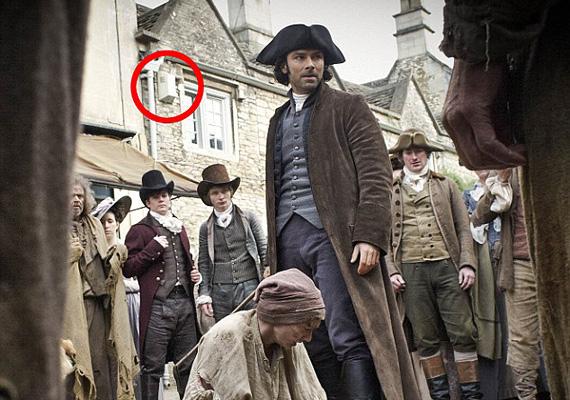 Vajon mit keres a riasztó és az ereszcsatorna a 18. századi Cornwallban? A hibában a legkínosabb, hogy ez egy, a sajtónak szánt fotó, ami nem egy kézen átment, mégsem fedezte fel senki a bakit.
