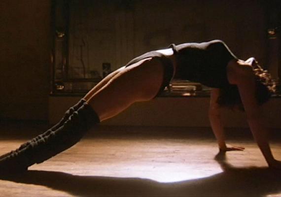 Máig sokakat megihlet a filmben előadott tánca, aminek a végén magára önti a vizet. Ez a szexi jelenet azóta számos hollywoodi szuperprodukcióban és Broadway-musicalben visszaköszön.