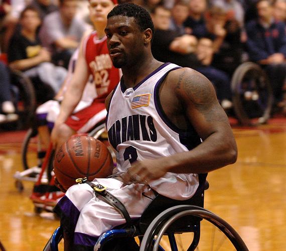 """Matt Scottot akkor ismerte meg a világ, amikor 2007 év végén a Nike őt választotta a No Excuses, azaz Nincs kifogás kampány arcának - ez volt az első eset, hogy paralimpikonnal hirdettek. A reklámfilmben egy percig Matt arcára fókuszál a kamera, aki csak pattogtatja a kosárlabdát, miközben sorolja a kifogásokat, amiket mindenki felhoz arra kérdésre válaszolva, hogy miért nem sportol: """"hideg van"""", """"meleg van"""", """"randim volt"""", """"na, de mikor?"""". Majd a végén a """"fáj a lábam""""-nál távolít a kamera, és akkor derül ki, hogy egy kerekesszékes embertől hallotta mindezt. A 29 éves kosaras nyitott gerinccel született, ezért kerekesszékes kicsi kora óta."""