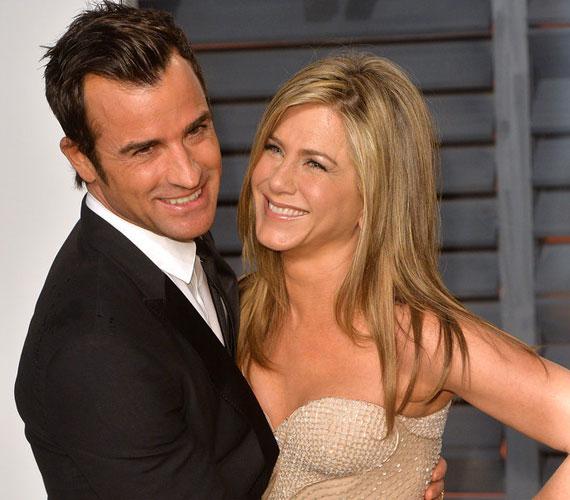 Jennifer Aniston is egy forgatáson jött össze Justin Theroux-val - mindezt évekkel azután, hogy Brad Pitt összejött Angelina Jolie-val a Mr. és Mrs. forgatása során. Aniston és Theroux 2012-ben, a Hippi-túra munkálatai alatt szerettek egymásba, 2015-ben mondták ki a boldogító igent.