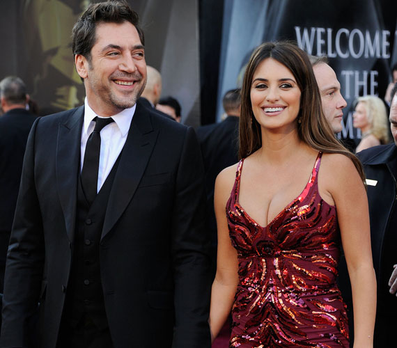 Penélope Cruz és Javier Bardem először 1992-ben játszott együtt, a Sonka, sonkában, de csak 2008-ban, a Vicky, Christina, Barcelona forgatásán szerettek végérvényesen egymásba. A két spanyol színész 2010 júliusában kelt egybe, egy fiuk és egy lányuk született.