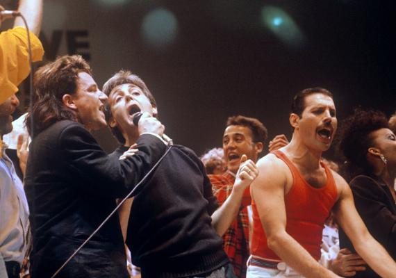 Szintén a Live Aid-en Freddie Bonoval, a U2 frontemberével és Paul McCartney-val lépett színpadra. Sokak szerint a U2 ezen a napon vált szupersztárrá. Az énekese, Bono annyira fellelkesült a színpadon, hogy a közönségbe vetette magát, így az eredetileg tervezett három helyett csak két dalt adtak elő, mert nem tudott visszajutni, hogy elénekelje azt.
