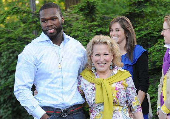 Egy jótékonysági akció keretében találkozott először 50 Cent és Bette Midler és hamar kiderült, mennyire jól megértik egymást. A komika és a fenegyerek azóta is összejönnek, amikor idejük engedi.