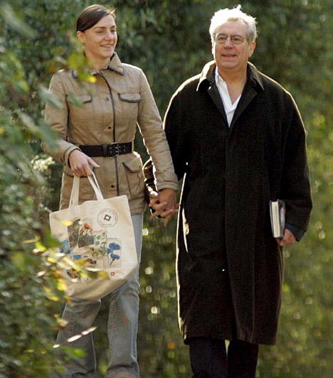 Terry Jones és Anna SoderstromA Monty Python produkciók 1942-ben született sztárját a jelek szerint semmi sem tántorítja el attól, hogy feleségül vegye svéd szerelmét, aki 41 évvel fiatalabb nála. Közös gyermekük, Siri 2009 szeptemberében született.