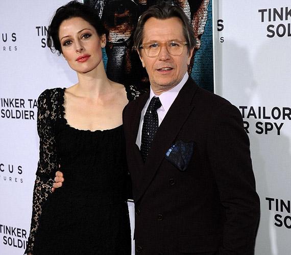 A londoni születésű színész és fiatal felesége Kaliforniában, 2008 szilveszterén esküdtek egymásnak örök hűséget.