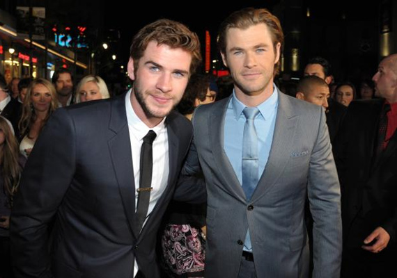 A szívdöglesztő testvérpárt imádja Hollywood. Chris Hemsworth Thorként robbant be a köztudatba, míg öccsét, Liamet Az éhezők viadala trilógia Gale-jeként ismerte meg a világ. Nincs okuk panaszra, kettejük vagyona megközelítőleg 110 millió dollár.