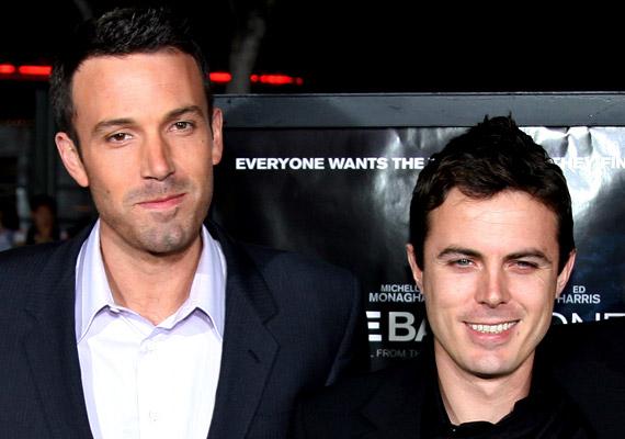 Ben Afflecket '97-ben a Good Will Hunting tette ismertté, amelyet legjobb barátjával, Matt Damonnal szerzőként és színészként is jegyeznek. Öccse, Casey Affleck ugyancsak szerepelt a filmben, azóta olyan alkotásokban láthattad, mint a 2001-es Ocean's Eleven vagy a 2014-es Csillagok között. Bátyja továbbra is ír, játszik, producerkedik, következő filmje a 2016-ra ígért Live by Night. A testvérpár vagyona 80 millió dollár.