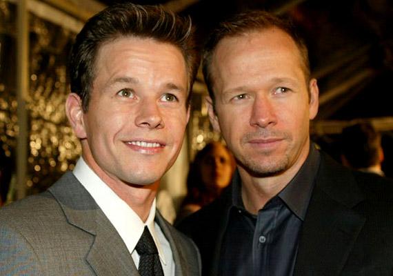 A Mark és Donnie Wahlberg testvérpárból Mark a '90-es években vált ismertté - akkor még Marky Mark néven rappelt. A későbbiek során a színészi pályát választotta, és olyan filmekben mutatta meg tehetségét, mint Az olasz meló, amely 2003-ban került a mozikba, vagy a 2006-os A tégla. Bátyja, Donnie ugyancsak a zenei vonalon indult el, mégpedig a '80-as évek kedvelt fiúcsapatában, a New Kids on the Blockban. Később a színészet felé fordult: játszott az 1999-es Hatodik érzékben, a 2007-es Kutyaszorítóban, jelenleg pedig a Zsaruvér című krimisorozatban láthatod. A testvérpár vagyona 220 millió dollár.