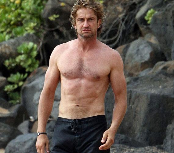 A szexis színész élvezi az agglegényéletet, barátnői listáján olyan neveket találunk, mint Cameron Diaz vagy Jennifer Aniston.