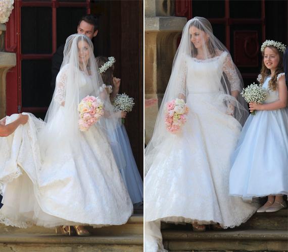 Gyönyörű menyasszonyként érkezett a templomhoz Geri Halliwell, aki mellett végig ott állt kilencéves kislánya, Bluebell, akinek Victoria Beckham és Emma Bunton a keresztanyja.