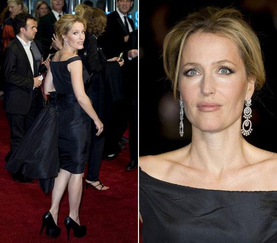 Fekete koktélruhájában kétségkívül ő volt aznap este a vörös szőnyeg királynője.