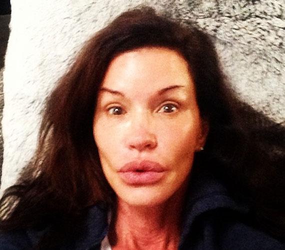 Janice Dickinson szereti magát a legelső szupermodellnek beállítani. Ő is posztolt már smink nélküli képet magáról.