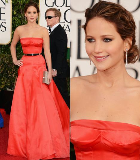 Jennifer LawrenceA 22 éves tehetséget sokan támadják Hollywoodban gömbölyded idomai miatt. Ám Christian Dior ruhájában mesésen fest, egyáltalán nem látszik rajta, hogy bármiféle súlyproblémája lenne.