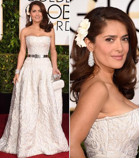 Salma HayekA dús idomokkal megáldott színésznő most is mindenkit lenyűgözött törtfehér ruhájába.
