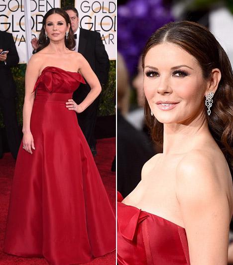 Catherine Zeta-JonesA színésznő éveket letagadhatna korából. Bordó ruhájában pedig a 2015-ös Golden Globe-gála egyik legszebbje volt.