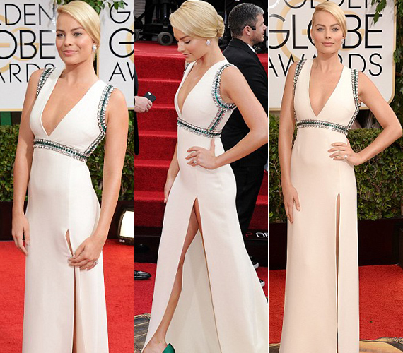 Margot Robbie kezével fogta le ruhája felvágását.