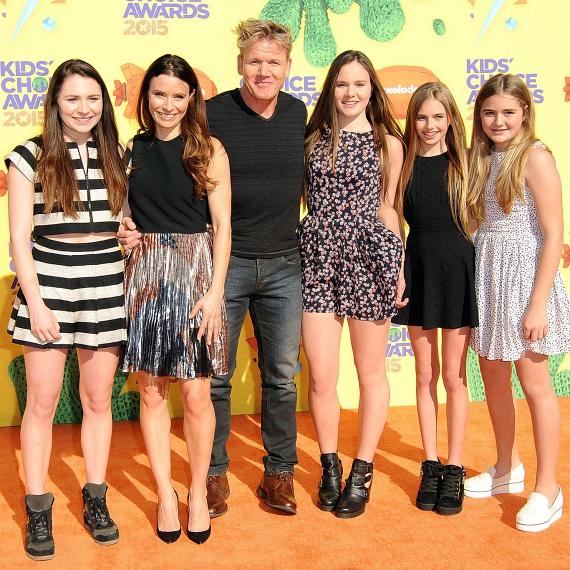 A tavalyi Kids' Choice Awardsra Gordon Ramsay elvitte gyönyörű lányait. A legidősebb, Megan már 18, Holly 16, Matilda pedig 14 éves.
