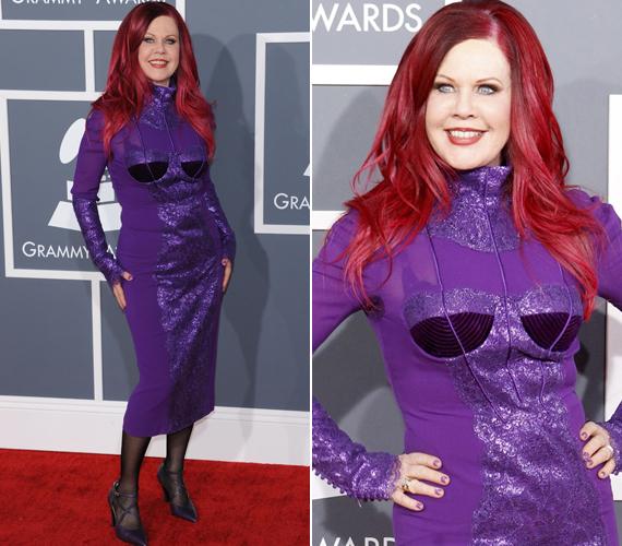Azt mondják, a lila a kielégületlen nők színe. Kate Pierson ruháját elnézve érthető, miért.