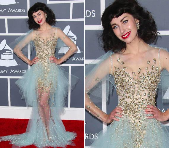 Kimbra nem igazán olvashatta el a CBS levelét, vagy csak gondolt egy merészet, és felvette a legrémesebb ruhát, amit talált. Remélhetőleg Tolvai Reni idén nem a Grammyből merít majd ihletet a Comet-átadóra.