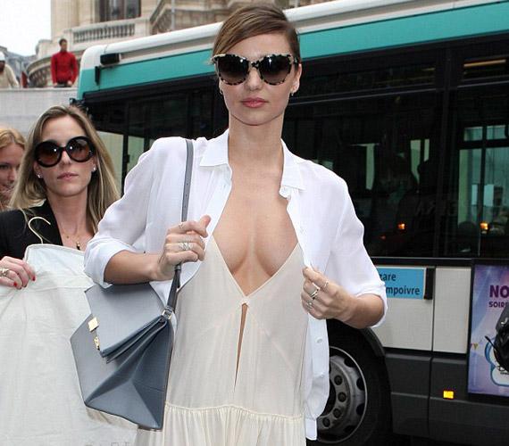 Miranda Kerr sokat sejtető hófehér ruhája megosztotta az embereket, sokan túl kihívónak tartották.