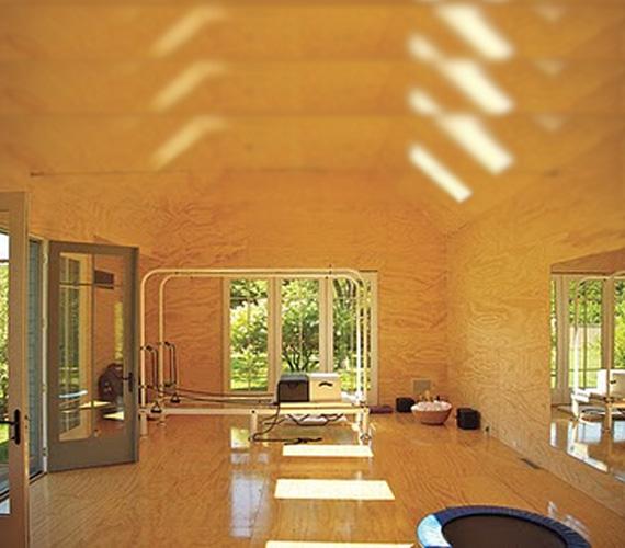 Gwyneth az uszodának szolgáló kerti lakot alakítatta át edzőteremmé, hogy legyen hol leolvasztania magáról a nem létező hájhurkáit.