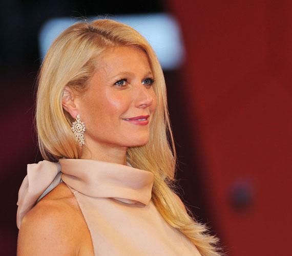 Gwyneth Paltrow lélegzetelállítóan nézett ki a vörös szőnyegen, Bulgari fülbevalója pedig egyenesen káprázatos volt.