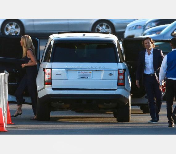 Gwyneth Paltrow és Brad Falchuk együtt érkeztek Robert Downey Jr. szülinapi bulijára, a színésznő a klasszikus feketére szavazott, míg párja a laza elegancia mellett tette le a voksát. Érdekesség, hogy Gwyneth Paltrow-nak már volt Brad nevű párja: Brad Pitt-tel 1994 és 1997 között voltak együtt.