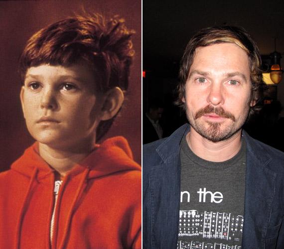 Henry Thomast már több mint 40 alkotásban láthattuk, legemlékezetesebb filmje mégis az 1982-es Steven Spielberg-produkció, az E.T. - A földönkívüli volt, amelyben helyes kisfiúként ismerte meg a világ. A 40 éves sztár legutóbb A mentalista című sorozat egyik epizódjában tűnt fel.