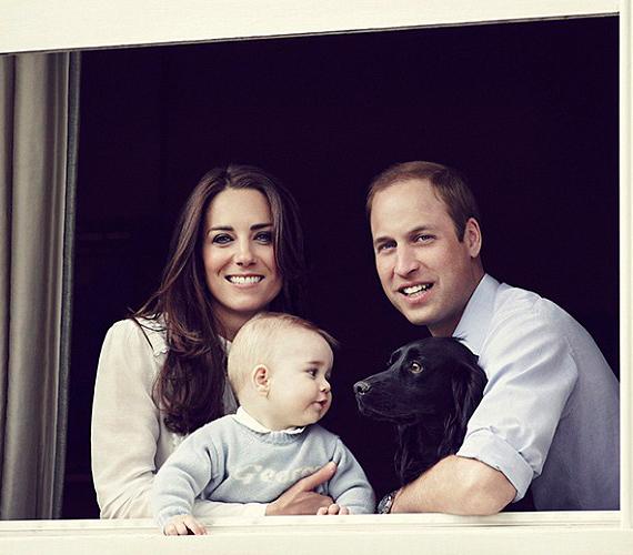 A díjnyertes Jason Bell készítette róluk az újabb családi fotót. A királyi családtól már megszokott rideg képek helyett Katalinéké nem tökéletes, de legalább emberközelibbek lesznek.