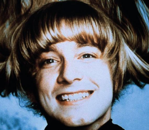 A szőke Woof megformálója, Donnie Dacus pedig egyenesen eltűnt a Föld színéről - a Hair volt az egyetlen szerepe, utána a Chicago együttes gitárosa lett, ahova még a Hair forgatásán jelentkezett. A banda korábbi gitárosan ugyanis főbe lőtte magát, és kellett valaki a helyére. Ám Donnie-t alig egy év után kirakták, állítólag nehezen lehetett elviselni egoista természetét és anyagi követeléseit. Aztán 1982-ben még egy bandához elszegődött, de az sem vált be neki, azóta nem tudni, hol van és mit csinál.