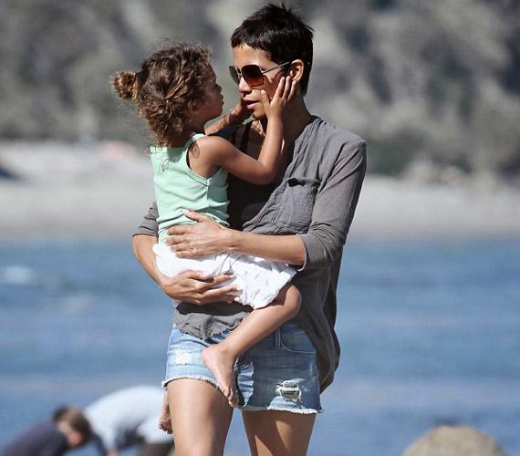 Nahla 2008-ban született a színésznő volt barátjától, Gabriel Aubry modelltől, akivel öt évig voltak együtt.